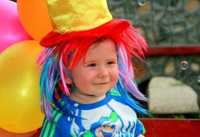 Детско парти на адрес по Ваш избор с аниматор, безброй игри, украса, рисунки на лица и ръце, детска пинята с бонбони и подарък за всеки участник от Парти Арт 91! - Снимка