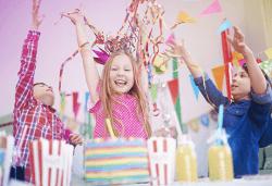 Детски рожден ден за 10 деца - в зала, с много игри, специално меню, подаръци и аниматори от Детски клуб Евърленд! Предплатете! - Снимка