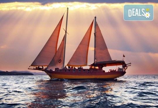 Яхта Трофи - круиз в Райския залив, 4 часа, с разхлаждаща напитка, слънчеви бани, плуване