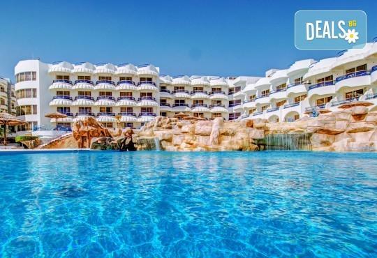 Почивка в Египет през есента! 7 нощувки на база All Inclusive в Seagull Beach Resort 4*+ в Хургада, самолетен билет, летищни такси и трансфери - Снимка 3