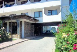 Почивка в Брацигово! 1 нощувка със закуска, обяд, вечеря и басейн в СПА хотел Виктория, цена на човек - Снимка