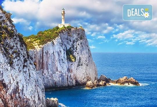 Мини почивка на о. Лефкада, Гърция, през септември! 3 нощувки със закуски в хотел 4* на първа линия, с басейн и панорама към Йонийско море, транспорт и екскурзовод! - Снимка 2