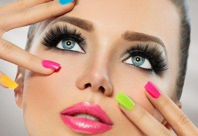 Красиви и дълготрайни цветове! Изграждане с гел, маникюр с BlueSky, 4 декорации или камъчета, пилинг и масаж на ръцете в New faces-beauty studio! - Снимка