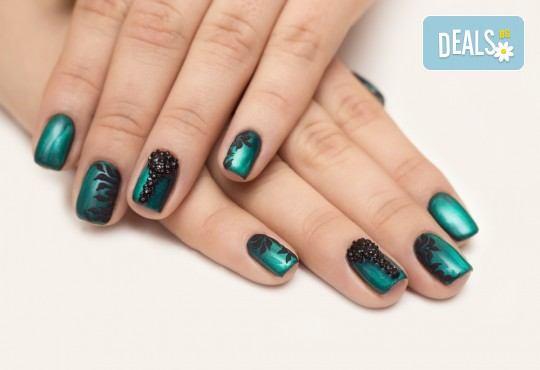 Красиви и дълготрайни цветове! Изграждане с гел, маникюр с BlueSky, 4 декорации или камъчета, пилинг и масаж на ръцете в New faces-beauty studio! - Снимка 4