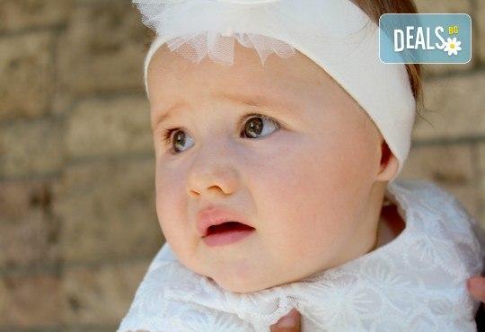 Фото и видео заснемане на кръщение! Неограничени обработени кадри, фотосесия, АРТ кадри, FULL HD видео, монтаж на материала и DVD с луксозна обложка - Снимка 4
