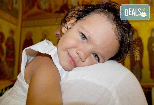 Фото и видео заснемане на кръщение! Неограничени обработени кадри, фотосесия, АРТ кадри, FULL HD видео, монтаж на материала и DVD с луксозна обложка - Снимка 11