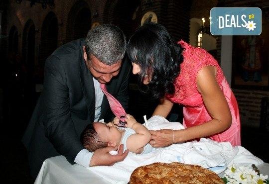 Фото и видео заснемане на кръщение! Неограничени обработени кадри, фотосесия, АРТ кадри, FULL HD видео, монтаж на материала и DVD с луксозна обложка - Снимка 2