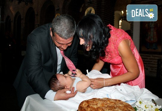 Фотозаснемане на кръщение - неограничен брой обработени кадри, фотосесия, АРТ кадри и DVD с луксозна обложка! - Снимка 3