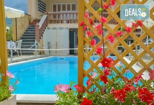Мини почивка за Септемврийските празници на о. Тасос! 3 нощувки със закуски и вечери в Ellas Hotel 2*, транспорт, посещение на Кавала и Драма! - Снимка 11