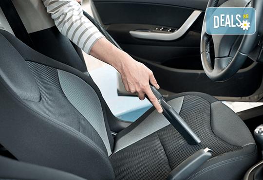 Машинно мокро пране и почистване на салон на лек автомобил, джип или ван от Quickclean! - Снимка 1