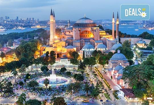 Предколедна магия в Истанбул! 2 нощувки със закуски в хотел 3*, транспорт и посещение на Желязната църква и най-новия мол Емаар! - Снимка 1