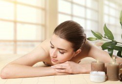 Ориенталска детоксикираща СПА терапия Шри Ланка с масаж и пилинг на гръб, билкови торбички с канела, зелен чай и цитруси в Wellness Center Ganesha! - Снимка