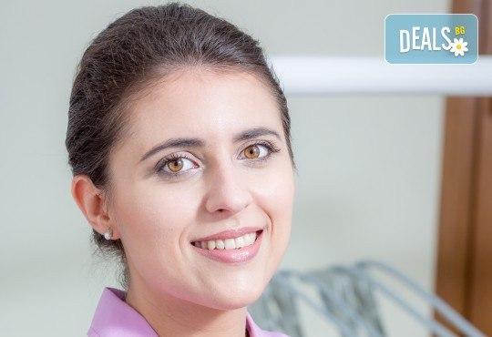 Обстоен дентален преглед, почистване на зъбен камък и зъбна плака с ултразвук и полиране с Air Flow в Deckoff Dental - Снимка 7