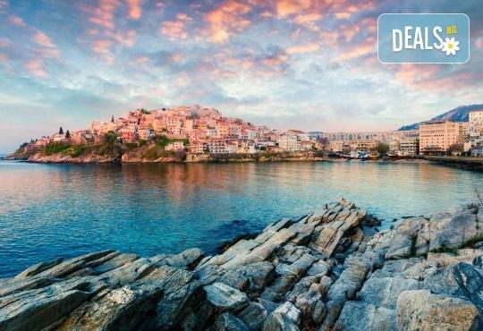 Слънчев уикенд в Кавала, Гърция, с Еко Тур! 1 нощувка със закуска в Nefeli Hotel 2*, транспорт и възможност за плаж в Амолофи и Неа Ираклица - Снимка 1