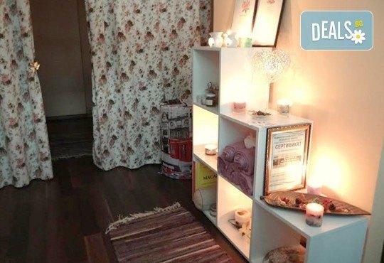 Антицелулитен масаж с масло от хвойна - ръчен, с вендуза или с бамбук, на зони по избор, 50 мин., в масажно студио REVIVE, София - център - Снимка 3