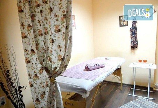 Антицелулитен масаж с масло от хвойна - ръчен, с вендуза или с бамбук, на зони по избор, 50 мин., в масажно студио REVIVE, София - център - Снимка 4