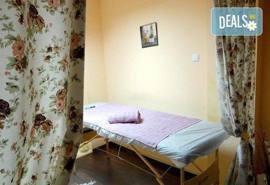Антицелулитен масаж с масло от хвойна - ръчен, с вендуза или с бамбук, на зони по избор, 50 мин., в масажно студио REVIVE, София - център - Снимка 10