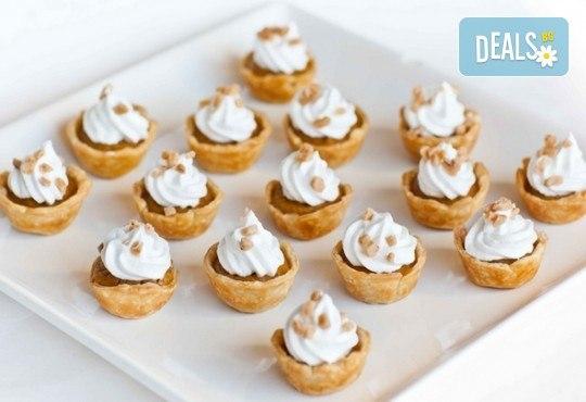 Подсладете момента! Вземете 60, 100 или 150 сладки хапки по избор от CreatEvents Кетъринг! - Снимка 5