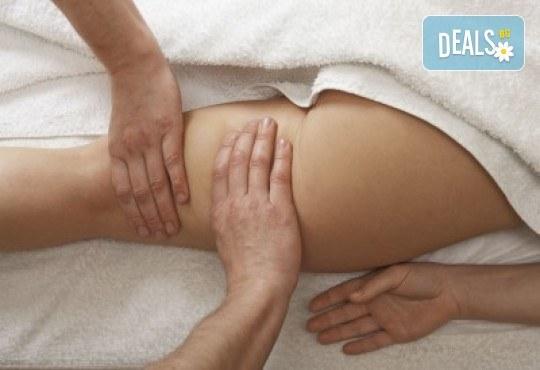Супер ефект! Антицелулитен огнен масаж на четири зони и мануална антицелулитна терапия при рехабилитатор в Massage and therapy Freerun! - Снимка 2