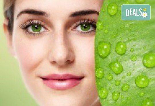 Мануално почистване на лице с продукти на медицинската козметика SLP с алое вера в Зелен салон DIELS - Снимка 1