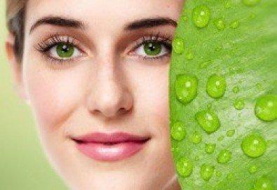 Мануално почистване на лице с продукти на медицинската козметика SLP с алое вера в Зелен салон DIELS - Снимка
