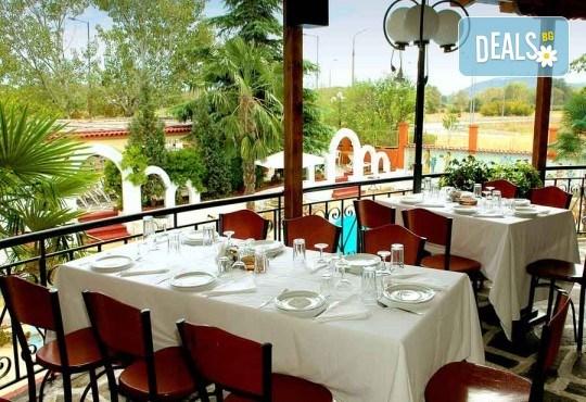 На плаж на Олимпийската ривиера в Гърция! Уикенд екскурзия, 1 нощувка със закуска и вечеря в хотел Orfeas Skotina, транспорт, застраховка - Снимка 5