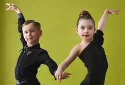Слънчеви ритми! 1 посещение на латино танци за деца в Dance Center Fantasia! - Снимка