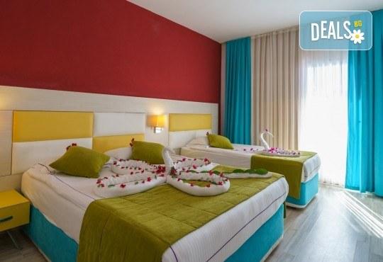 Почивка за Септемврийските празници в Blue Paradise Side Hotel & Spa 4*, Сиде! 7 нощувки на база All Inclusive, ползване на турска баня, басейн, чадър и шезлонг, възможност за транспорт! - Снимка 3