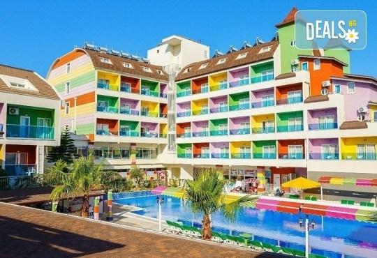 Изпратете лятото с почивка през септември в Blue Paradise Side Hotel & Spa 4*, Сиде, Турция! 7 нощувки на база All Inclusive, ползване на чадъри и шезлонги, турска баня! - Снимка 1