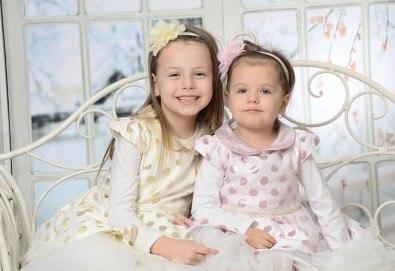 Професионална лятна фотосесия, фотокнига и заснемане на 160-180 кадъра от Photosesia.com! - Снимка