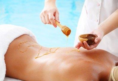 60 минути красота и здраве! Лечебен масаж на гръб и зонотерапия на стъпалата с мед в Anima Beauty&Relax! - Снимка