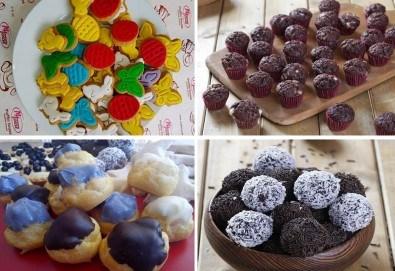 За децата! Сладък сет Детско партис 80 сладки асорти: цветенца, пеперуди или колички, шоколадови топки, мъфини, еклери с крем за детски рожден ден от Muffin House! - Снимка