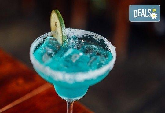 Свежо и изгодно! Вземете два разхлаждащи коктейла по избор от цялото меню на Royal Place Shisha Bar! - Снимка 3