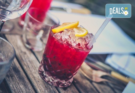 Свежо и изгодно! Вземете два разхлаждащи коктейла по избор от цялото меню на Royal Place Shisha Bar! - Снимка 2