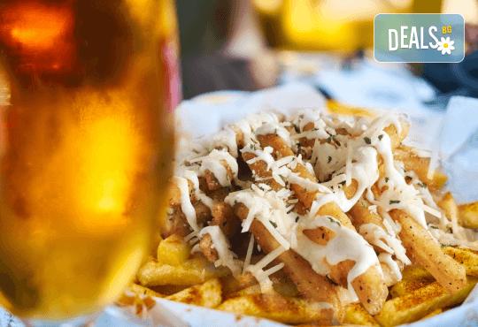 Вземете хрупкави пържени картофки със сирене и 2 бири от Royal Place Shisha Bar! - Снимка 1