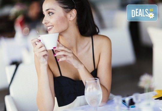 Събудете сe с чаша фреш от портокал, грейпфрут или лимон и кафе Molinari в Royal Place Shisha Bar! - Снимка 2