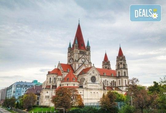 Екскурзия през август до красивите Будапеща и Виена! 3 нощувки със закуски в хотели 2*/3*, транспорт, посещение на Белград и мол във Виена! - Снимка 5