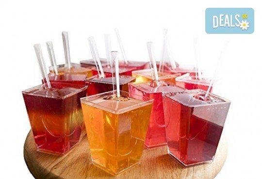 Апетитно предложение от CreatEvents Кетъринг - 20 или 40 луксозни коктейлни чашки с крем и боровинки, ягоди и черен шоколад! - Снимка 5