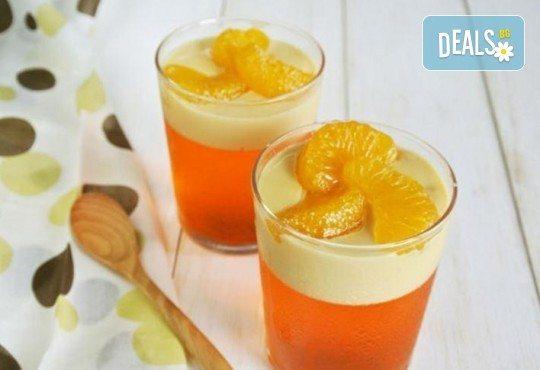 Апетитно предложение от CreatEvents Кетъринг - 20 или 40 луксозни коктейлни чашки с крем и боровинки, ягоди и черен шоколад! - Снимка 2