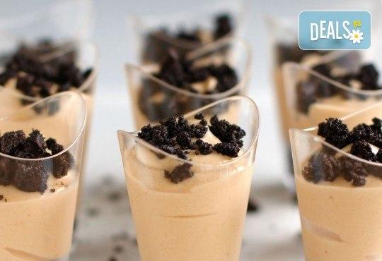 Апетитно предложение от CreatEvents Кетъринг - 20 или 40 луксозни коктейлни чашки с крем и боровинки, ягоди и черен шоколад! - Снимка 3