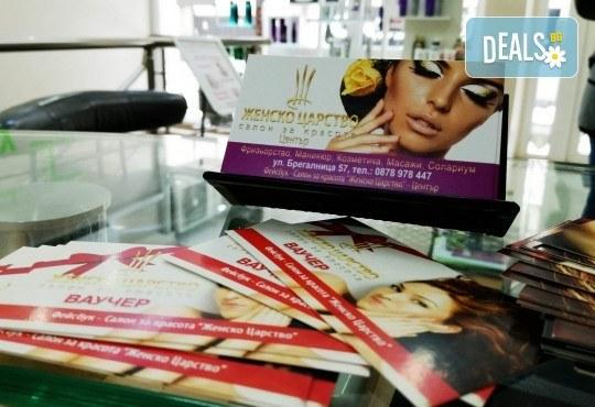 Полиране на коса, масажно измиване, терапия с инфраред преса в три стъпки и изправяне с преса в салон Женско Царство в Центъра или Студентски град! - Снимка 7