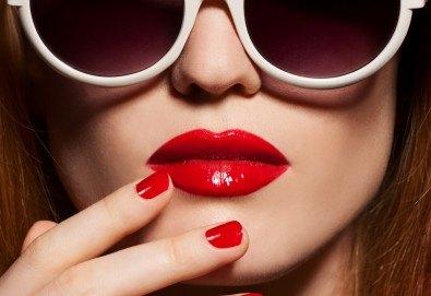 Уголемяване на устни или попълване на бръчки със 100% хиалуронова киселина и ултразвук - 1 или 5 процедури, в салон за красота Женско царство в Центъра или Ст. град! - Снимка