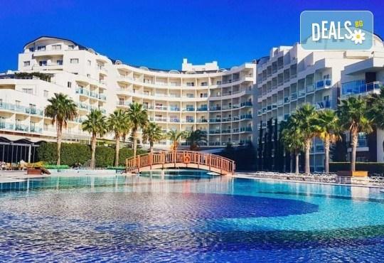 На море в Кушадъсъ през септември или октомври! 7 нощувки на база Ultra All inclusive в хотел Sea Light Resort 5*, възможност за транспорт - Снимка 1