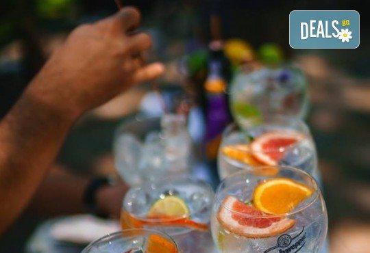 Заповядайте на Bartender Show в La Cubanita на 04.08. и вземете 3 ръчно приготвени пред Вас коктейла от българския финалист в най-престижния бармански конкурс в света - Димитър Петровски! - Снимка 2