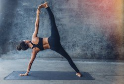 За красива фигура, подвижност и баланс! 2 или 4 посещения на стречинг тренировки в Sofia International Music & Dance Academy! - Снимка