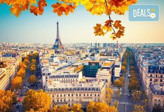 Есенна романтика в Париж, Франция! 3 нощувки със закуски в хотел 3*, самолетен билет и летищни такси! - Снимка 1