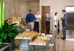 Вземете вкусно микс плато от 135 броя хапки от H&D catering! - Снимка