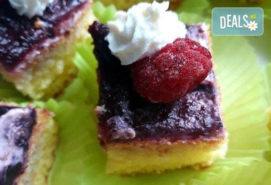 Сладко изкушение! 30 броя тортички със сметана и пресни плодове в кутия от My Style Event! - Снимка 4