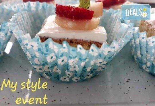 Сладко изкушение! 30 броя тортички със сметана и пресни плодове в кутия от My Style Event! - Снимка 5