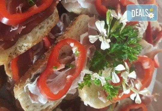 Микс плато от 30 броя мини сандвичи с месни деликатеси, сирена и зеленчуци от My Style Event! - Снимка 3